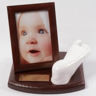 0-1 lat. Odlew gipsowy stópki dziecka.