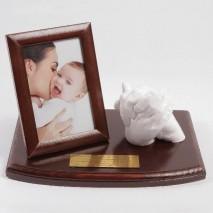 Splot rąk rodzica z dzieckiem. Wyjątkowa pamiątka na lata.