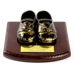 Pantofelki na drewnianej podstawce z Twoją dedykacją.