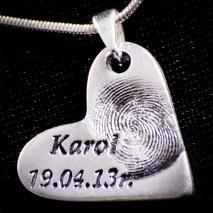 Średnie serce z odciśniętym w srebrze palcem